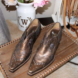 BCBG leather low cut western booties
